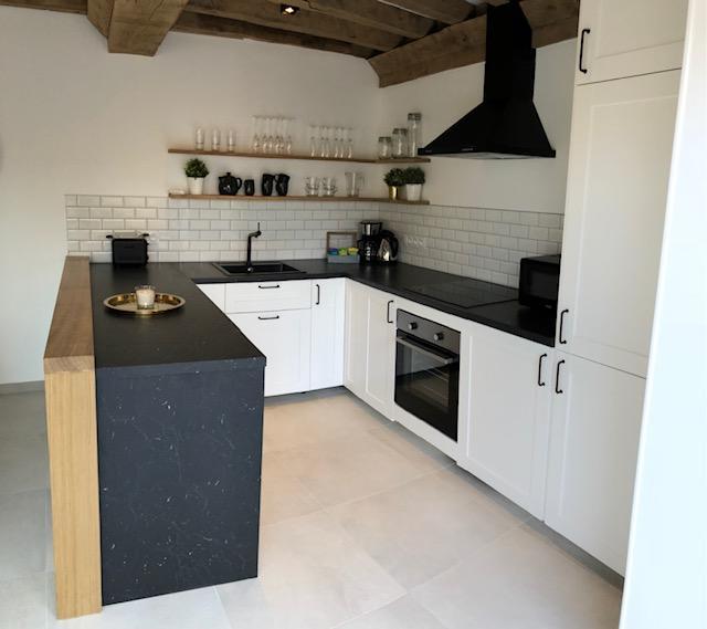 cuisine scandinave blanche noire et bois