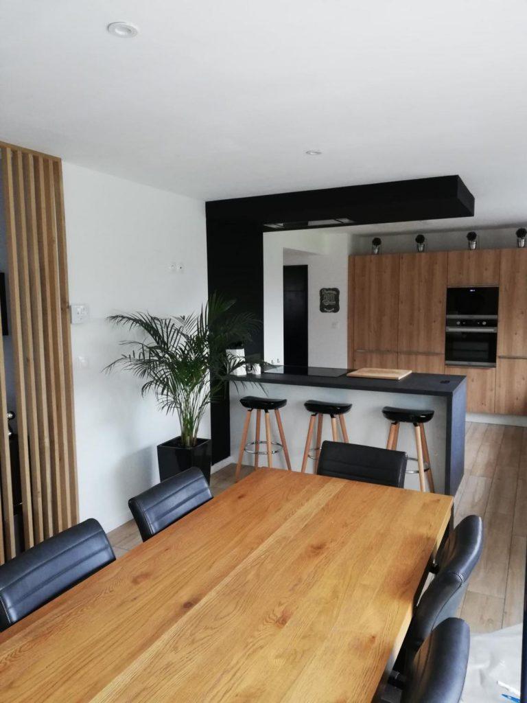 cuisine ouverte noire et bois