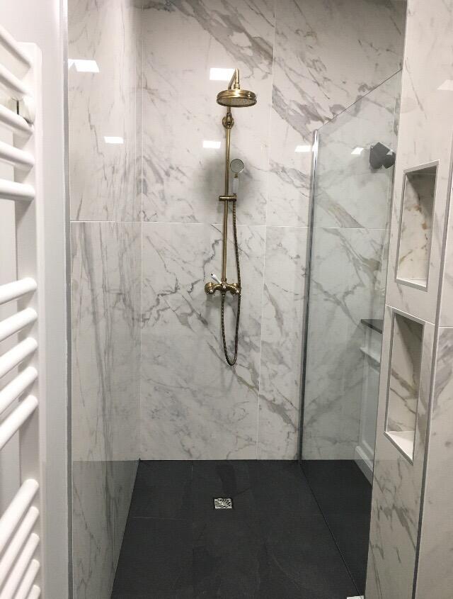 douche-italienne-marbre-et-dore