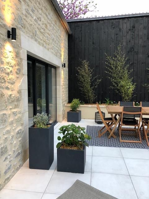 Un coin terrasse nature avec des plantes