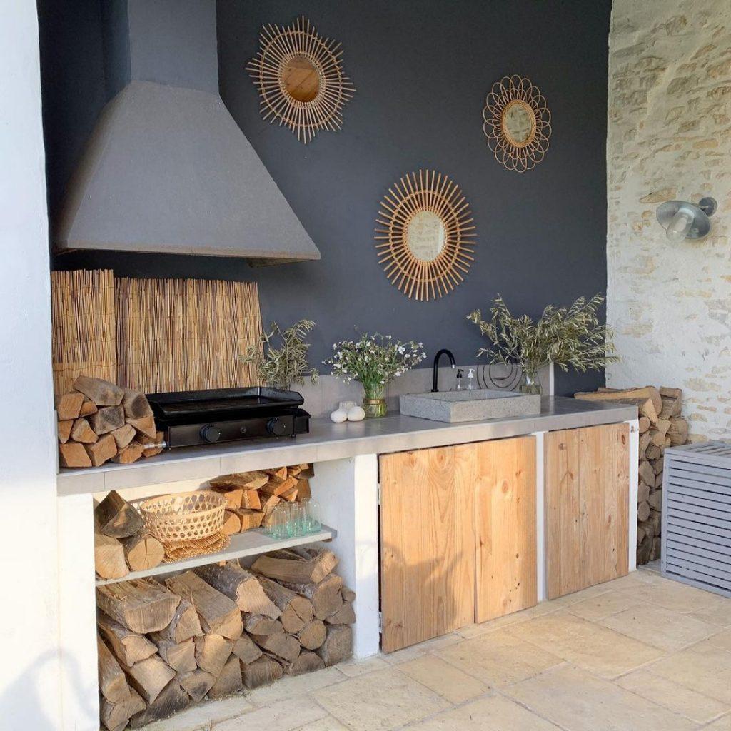 cuisine d'été avec plancha et évier en terrazzo